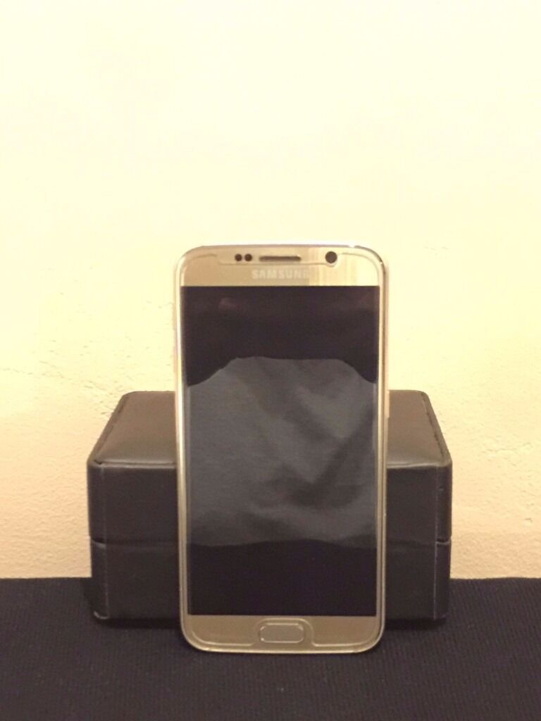 Samsung Galaxy S6 Gold Platanium Unlocked 32 GBin Whitechapel, LondonGumtree - Samsung GALAXY S6 SM G920F Unlocked to any network mint condition This Samsung Galaxy S6 is a great phone and is in immaculate condition, the phone is unlocked to any network, the phone has had a screen protecter on since day one so barley any...