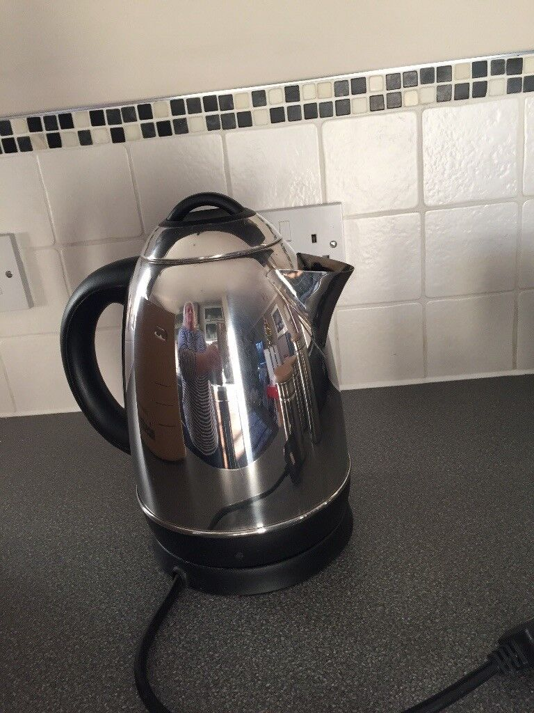 Kettle & 3 stainless steel canisters