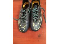 1pr Nike size 5 1/2 football boots