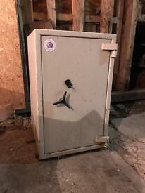 Heavy Duty Safe For Sale ( Bures pick up only )