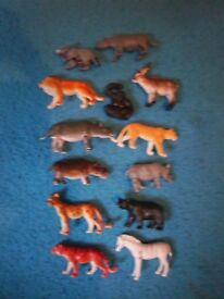 Bundle of mixed small toy animals IP1