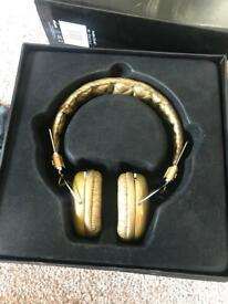 GOLD HEADPHONES AUDIO CHI W7 BRAND NEW IN BOX NEVER USED