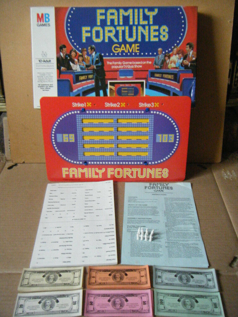 Family Fortunes board game. By MB Games 1981. Complete.