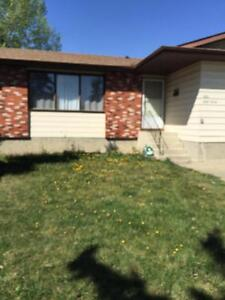 Sunny south exposure main level home in MILLWOODS!!!!!