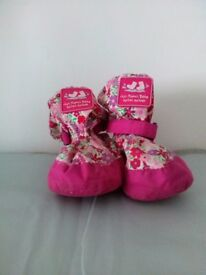 JoJo Maman Bebe Fleece Lined Baby Booties- Pink meadow