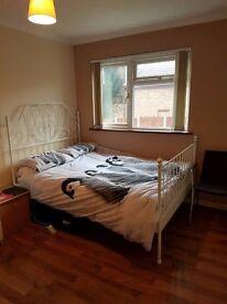 Spacious double bedroom, Grays (RM17)