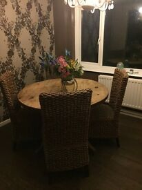 Solid oak table 6 banana leak chairs