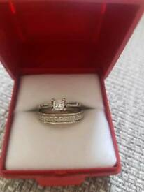 Beautiful 18ct white gold engagement ring and FREE wedding ring