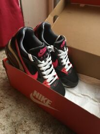 Nike Trainers size 4 excellent condition