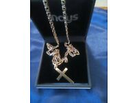 9CT GOLD CRUCIFIX WITH 9CT GOLD CHAIN JOINT WEIGHT 11.6G