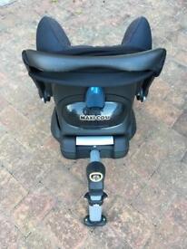 Maxi Cosi Car Seat + isofix Base