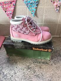Pink timberlands size 7