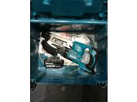 Makita collated gun with a 5ah battery and a case