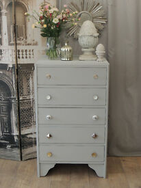 Shabby chic oak tallboy/chest of five drawers