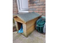 Small/med dog box with removable lift off felt lid