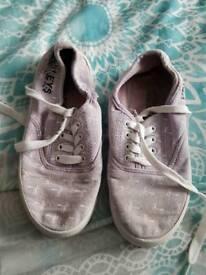 Girls Henleys shoes size 13
