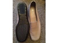 TLC brand new size 6 leather