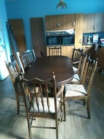 Extendable table and 8 chairs
