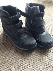 Snow boots, brand new