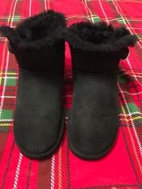 Ladies bailey bling size 7 / 7.5 ugg boots