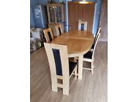 Oval extendable oak table & 8 chairs