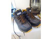 Steel toe capped size 8 dewalt shoes