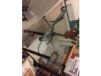 Elegant modern glass top dining table and 6 chairs. Good condition