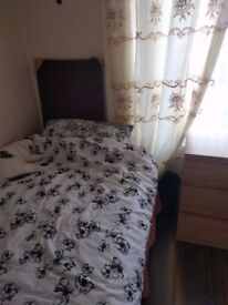 Room with single bed available in Broughton