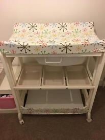 Casatto changing table and bath unit