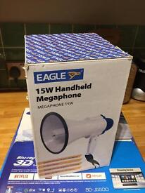 MEGAPHONE - handheld 15w - batteries included