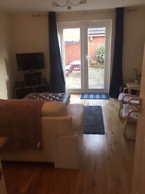 Double room in houseshare for professional in Penylan