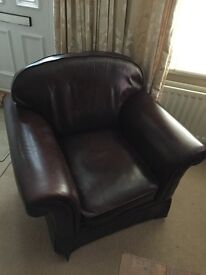 Very posh brown leather dofa to sell.