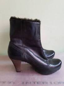 Clarks Kelby Concert black short boots 5.5