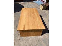 Oak coffee table (Oak Furniture Land)