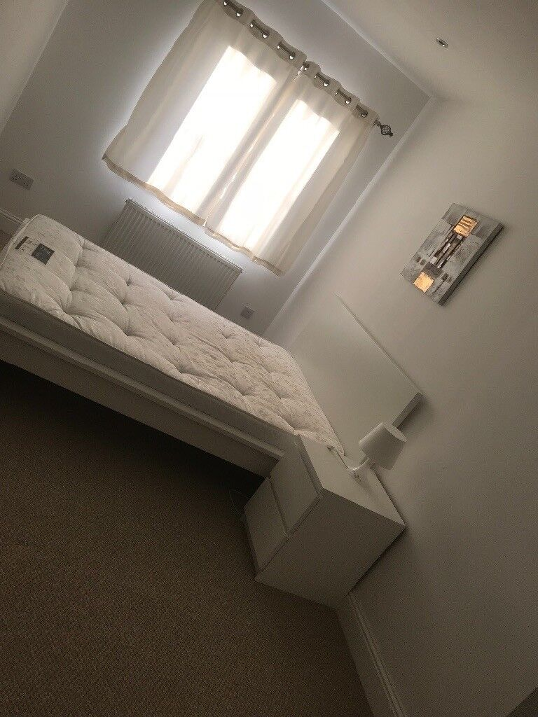 Beautiful double and single room close to the airport area and bucksburn.available now