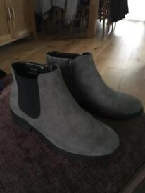 New Look size 4 Chelsea boots