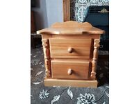 Solid pine drawer unit