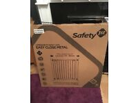 Brand new Pressure fit safety gate