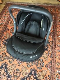 LOVELY SILVER CROSS CAR SEAT WITH NEWBORN INSERT