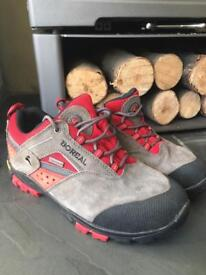 Boreal walking shoes size 5 worn 3 times