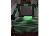Travel cot/play pen