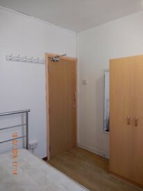 A decent size single room with all bills included in SE17