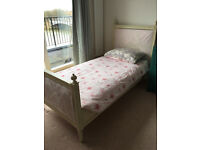 Beautiful Single bed in excellent condition Available FEB 8-9th