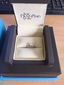 BEAUTIFUL ERNEST JONES 18CT WHITE GOLD .34CT DIAMOND RING COST £1300 NEW IN MAY 2016