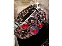 Bracelet. Beautiful red diamonte set in silver coloured metal