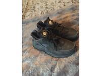 All black Nike Huarache