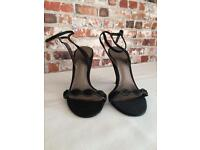 Perfect wedding guest shoe! Size 5