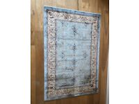 Traditional style rug - New condition