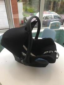 Maxi Cosi Car Seat with ISOFIX base and Oystermax Adaptors