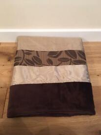 Stunning throw in brown and gold tones. Measures approx. 113cms x 178cms.